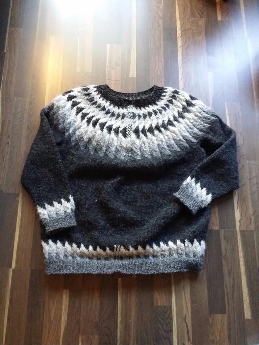 Fred's monochrome sweater (Jón 91149 by Hulda Hákonardóttir)